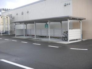 雪に強い ヨド自転車置き場 腰壁 福井市