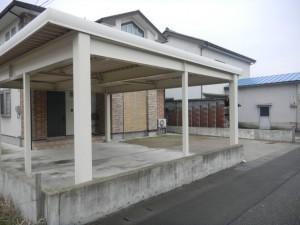 おしゃれな白い鉄骨カーポート福井