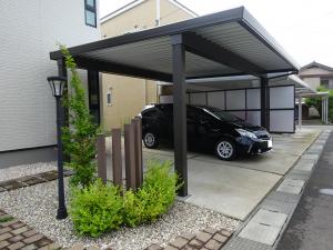 家の形状に合わせたカーポート屋根の施工