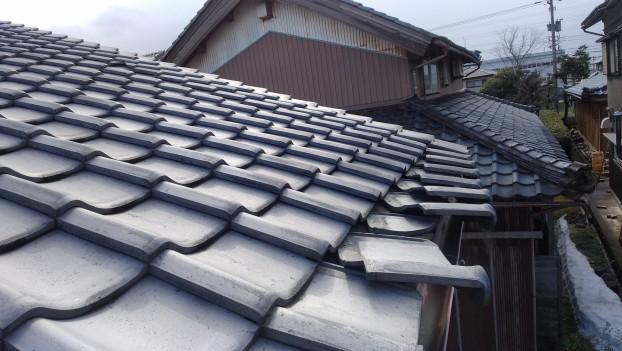 大雪による屋根瓦破損修復工事